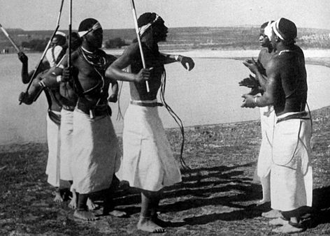 Umteyo (Shaking Dance). (Source photo: African Dances of the Witwatersrand Gold Mines by High Tracey 1952)
