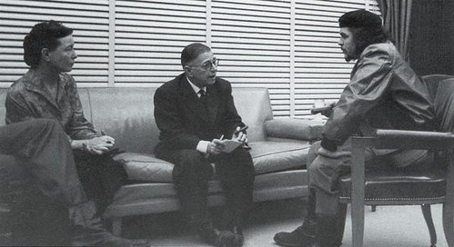 Ernesto Che Guevara reunited with Simone de Beauvoir and Jean-Paul Sartre, in Cuba. 1960. La philosophe et romancière Simone de Beauvoir avec Jean-Paul Sartre et Che Guevara, à Cuba en 1960.