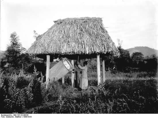 Ngoma drum at German East Africa in 1906. Deutsches Bundesarchiv (German Federal Archive).