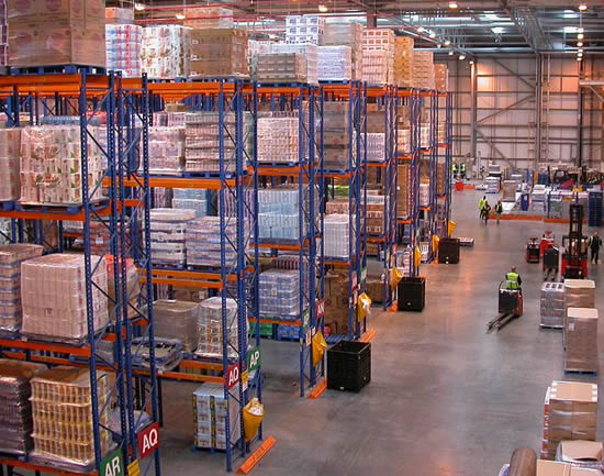 Distributiecentrum van een supermarktketen. Distribution centre J Sainsbury's (Photo by Nick Saltmarsh)
