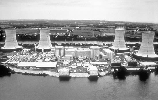 Aerial photograph of the Three Mile Island Nuclear Power Plant (dp)