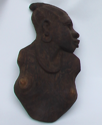 "NE MIKAWULU (Congo, Brazzaville), ""Femme noire"", sculpture sur bois. PRIX DE BRONZE -Juillet 2007- DU 3eme Art: SCULPTURE / The Bronze Prize-July of the 2th Art: SCULPTURE / derde prijs, Sculptuur. ""Special prize (June 2007)""."